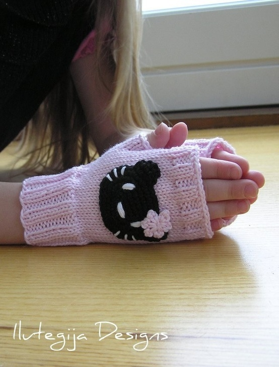 Hello Kitty Mittens Knitting Pattern : 17 Best images about Knitting: Mittens and gloves on Pinterest Free pattern...