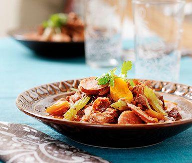 Recept: Gryta på älgkött och stark korv
