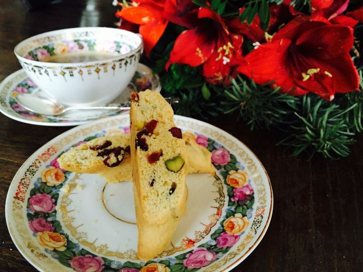 Cranberries and pustachios biscotti
