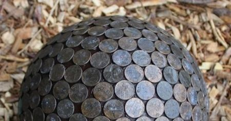 Penny Ball for the garden. Pennies in the garden repel slugs and make hydrangeas blue. I love this idea.      Instructions       A Beautif...