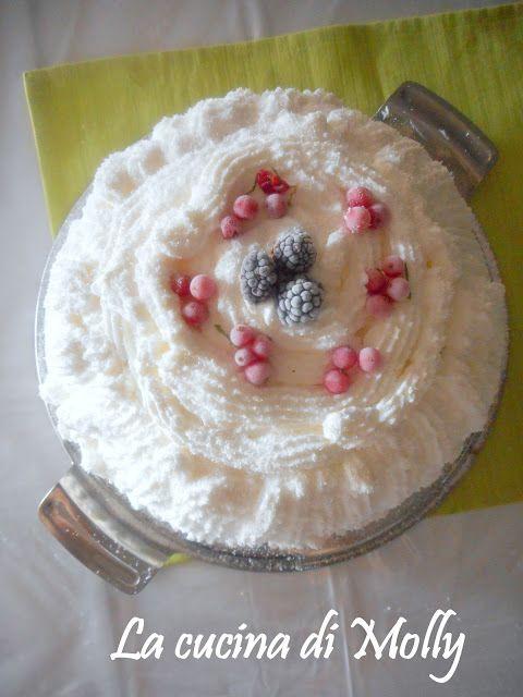 Alla dolcezza è vietato resistere, siete d'accordo? E noi non resistiamo assolutamente ;-) Questo pomeriggio abbiamo un impegno importantissimo: preparare questo favoloso zuccotto #senzaglutine! La ricetta ce la fornisce La cucina di Molly, vi unite a noi? :-)  http://lacucinadimolly.blogspot.it/2016/11/zuccotto-alla-ricotta-e-yogurt-con.html