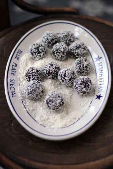 Mina chokladbollar riktigt smälter i munnen. Hemligheten för de perfekta chokladbollarna är att använda sig av riktigt bra kakao och espressokaffe...