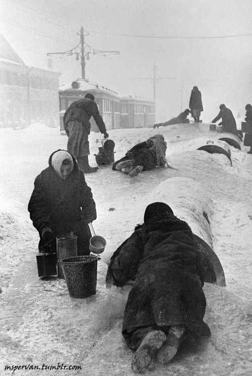 Civilians of Leningrad fetching water from a broken water pipe, Russia, Dec 1941-Jan 1942 / Vsevolod Tarasevich. The Siege of Leningrad led to mass starvation.