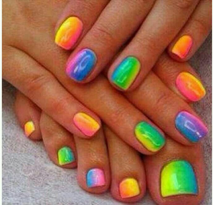 I love these! Summer nails