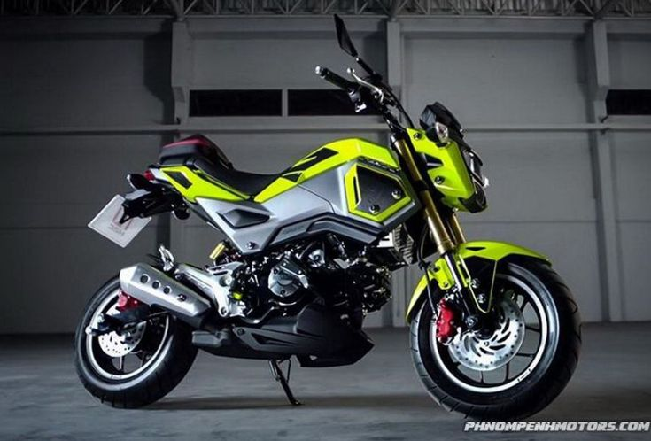 This bike has a powerful single-cylinder engine, with a displacement of 125cc Standard bike cost starts at $3,349 and 2018 Honda Grom ABS price starts at...  #2018HondaGrom