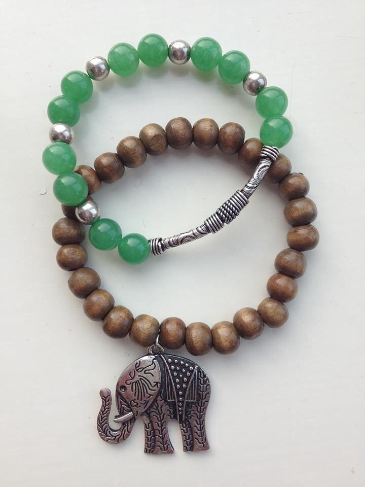 Combinatie van armband van houten kralen grote olifant en armband van groen jade met metalen details; van JuudsBoetiek. www.juudsboetiek.nl.
