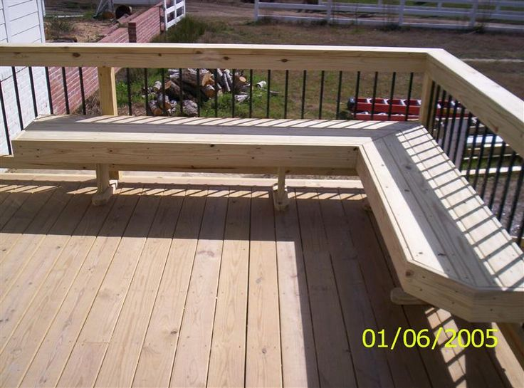 Build bench on deck woodworking projects plans for Small deck seating ideas