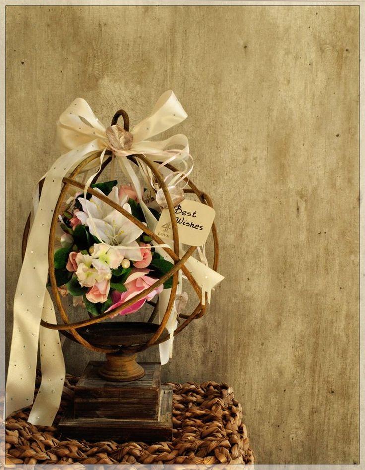 Mεταλλική σφαίρα διακοσμημένη με λουλούδια. Μια  πρόταση δώρου , αντί του συνηθισμένου ευχολόγιου  ….best wishes …..
