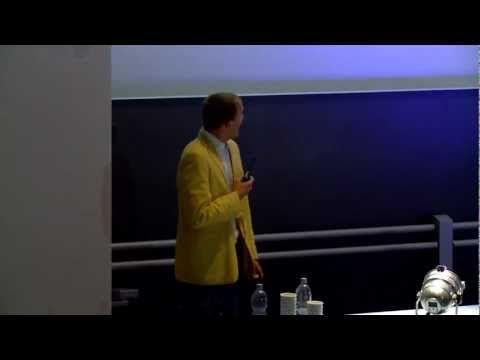 "Science Slam Uni Mannheim, Platz 1: ""Frauentheorie"" (Robert Idel) - YouTube"