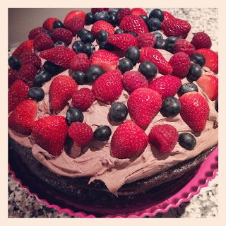 Chokolade lagkage med mascarponecreme og friske bær