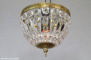 Plafonniere met kristallen 26132 bij Van der Lans Antiek. Meer kristallen lampen op www.lansantiek.com