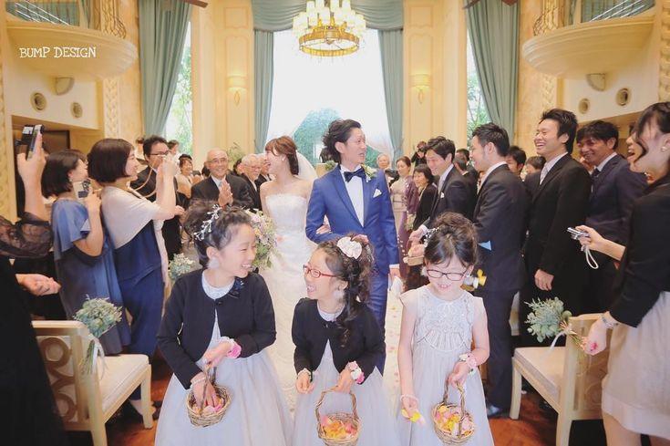 #ブルーレマン . . だだめだめー . ニコニコしてる場合じゃないっ . お花撒かないとー . フラワーガールちゃん .  . . #もうバージンロード後半なのにたくさんお花残ってる件 #でも可愛いから許す笑 #今日はカメラマンだけで忘年会 . #結婚写真  #プレ花嫁 #卒花嫁 #ブライダル #ウェディング #結婚準備 #ロケーション前撮り #カメラマン #ヘアメイク #前撮り #結婚式前撮り #写真家 #名古屋花嫁 #和装前撮り #持ち込みカメラマン #ウェディングフォト #2018春婚 #結婚式レポ #東京カメラ部 #日本中のプレ花嫁さんと繋がりたい #日本中の卒花嫁さんと繋がりたい #ウェディングニュース #チェリフォト #marryxoxo #weddingphoto #バンプデザイン