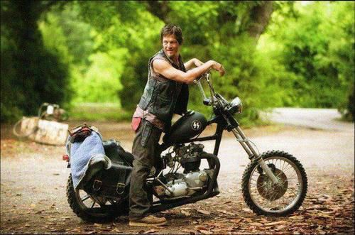 Daryl Dixon On His Motorcycle | McFarlane Is Making Daryl Dixon on His Bike, Complete With ...