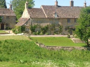 Secret Cottage provides a unique North Cotswold Tour in Gloucestershire. With breath-taking scenery and delicious food; come and be our guest for the day.