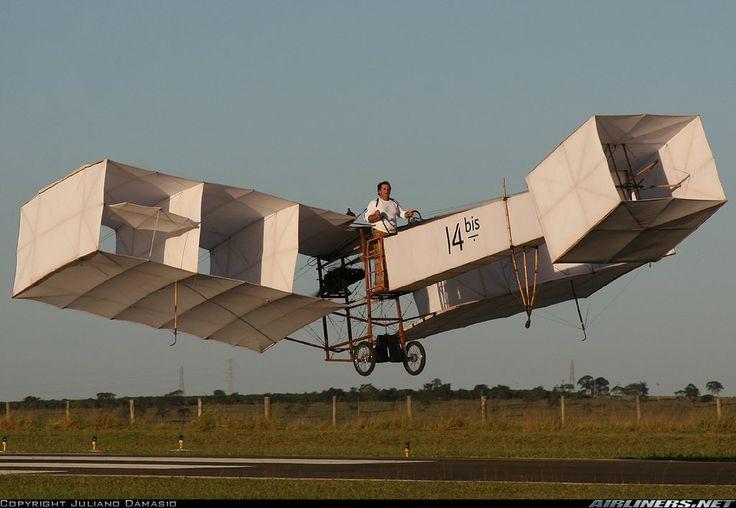 """Alunos do Colégio Positivo encenam infância de Alberto Santos Dumont no espetáculo infantil """"O menino que inventou o avião"""". As apresentações acontecem no Teatro Positivo - Jardim Ambiental, de 31 de agosto a 15 de setembro, aos sábados e domingos. Ingressos custam R$ 15 e R$ 7,50 (meia-entrada). A renda arrecadada pela bilheteria será doada...<br /><a class=""""more-link"""" href=""""https://catracalivre.com.br/curitiba/agenda/barato/infancia-de-santos-dumont-vira-peca-de-teatro/"""">Continue lendo…"""