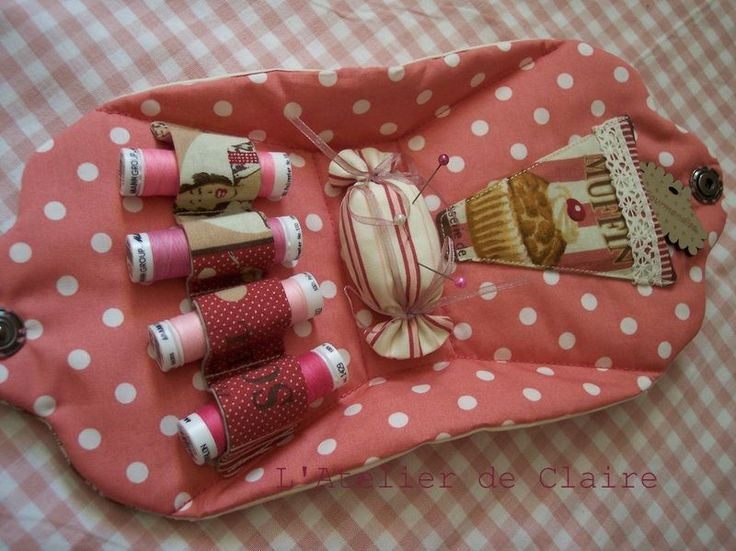 """Trousse de couture """"Cupcake"""" ! - L'Atelier de Claire More pics here."""