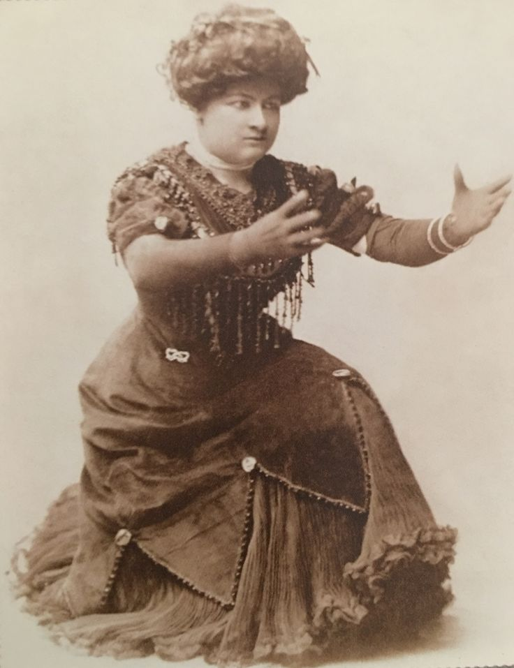 Sophie Tucker made up 'high yellow' (notice the gloves), early 1910s
