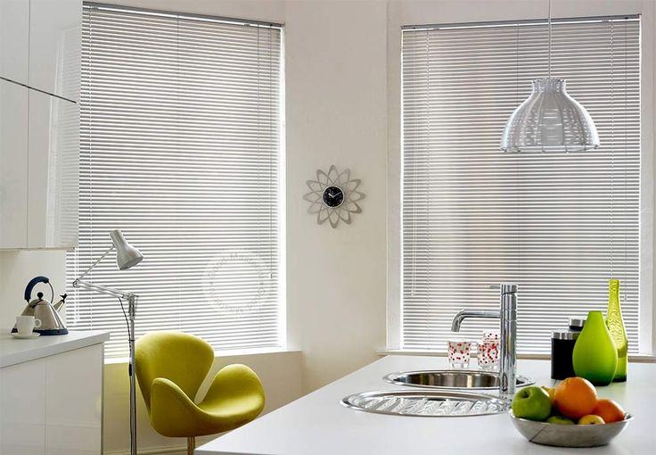 Белые жалюзи в интерьере #window #interior #спальня #шторы #жалюзи #декорокна #горизонтальныежалюзи #белыежалюзи