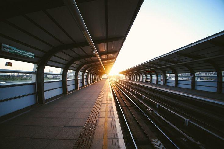 Bahnfahren ist meist entspannter als die Reise mit dem Flugzeug – und Bahnticket müssen nicht teuer sein.