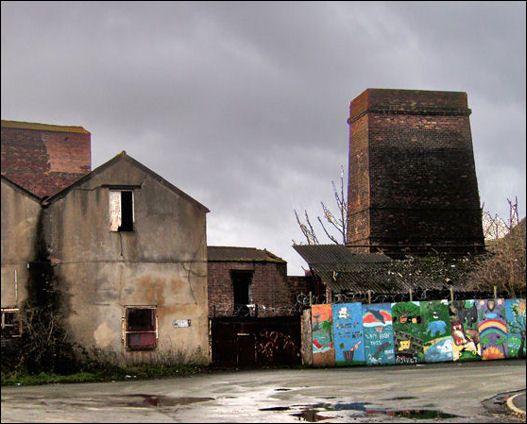 square calcining kiln in Milvale Street, Middleport, Burslem - alongside the Trent & Mersey Canal.  photo: Chris Oldham - 2007