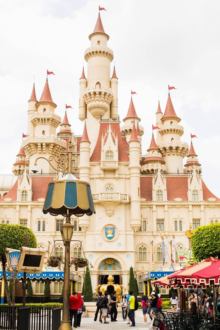 Far Far Away at Universal Studios Singapore - where fairytales come true! It makes a pretty instaworthy back drop for your wanderlust photos!