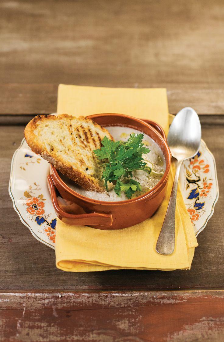 Creme de cogumelos | Receita Panelinha: Esfriou? Ótima oportunidade para preparar esta sopa clássica — é glamour garantido em cada colherada!