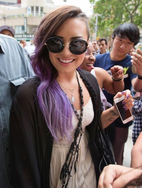 Demi Lovato rock princess purple ombre hair hipster shades white dress gold chain necklace shaved head #wcw