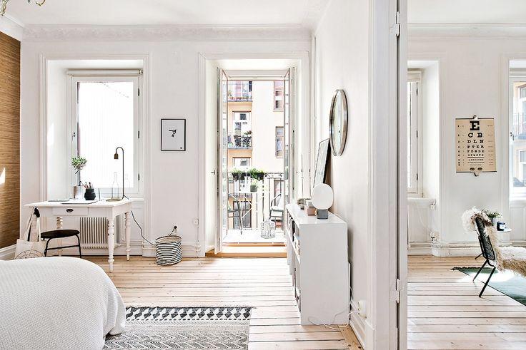 Två rum i fil med fyra stora fönsterpartier