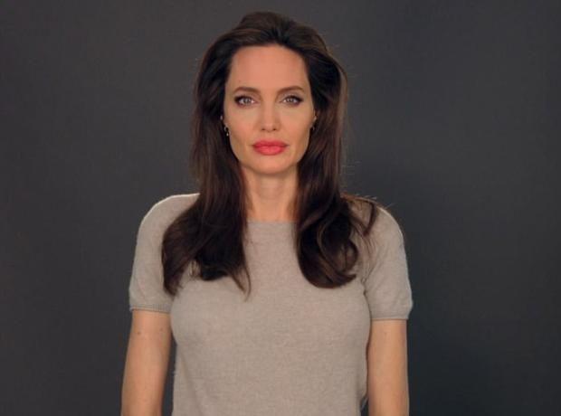 Анджелина Джоли призвала детей бороться за универсальные права человека   https://joinfo.ua/showbiz/1208805_Andzhelina-Dzholi-prizvala-detey-borotsya.html
