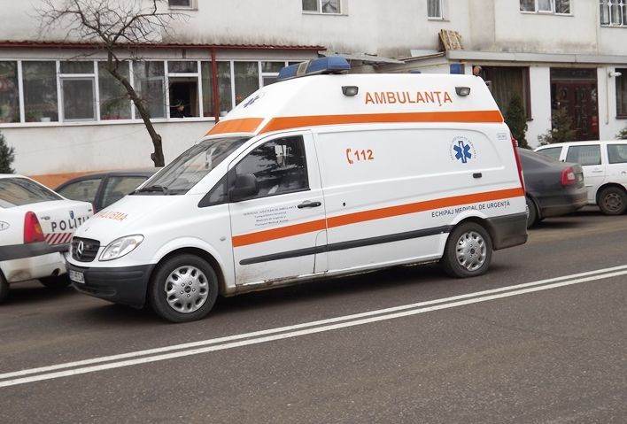 O tânără de 19 ani din comuna Hlipicenia sunat la 112 solicitând ambulanţa, din cauza unor probleme respiratorii.Fata a fost transportată la Spitalul