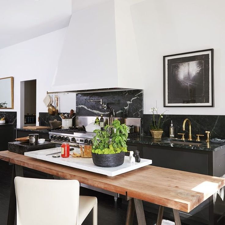 We Are Loving This Chic Black And White Kitchen With Gold Accents Total Design Crush
