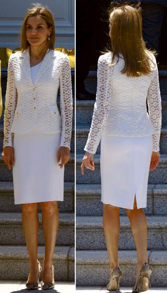 Los Reyes, con la reina Sofía, presidieron la cena en el Palacio de La Almudaina. Letizia repitió el vestido de Felipe Varela que ya había llevado en 2009.