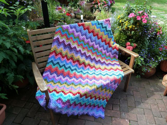 Free Crochet Afghan Patterns For Young Adults : beautiful blanket!! love the combo of granny and ripple ...