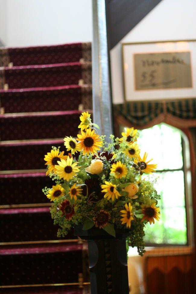 シェ松尾松濤レストラン様の装花 小さなひまわりを : 一会 ウエディングの花