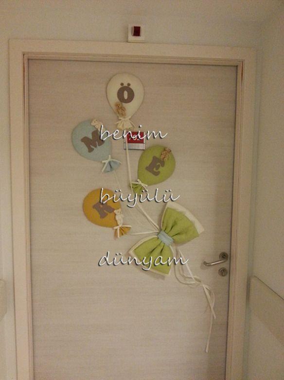 renkli-keten-balonlu-ayicikli-omer-bebek-isimli-hastane-odasi-kapi-susu
