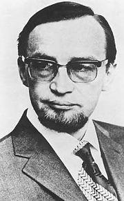 Paavo Juhani Haavikko (25. tammikuuta 1931 Helsinki – 6. lokakuuta 2008 Helsinki) oli suomalainen kirjailija, runoilija ja kustantaja. Haavikko julkaisi yli 70 teosta. Hänen runokokoelmiaan on käännetty 12 kielelle. Haavikkoa pidetään yhtenä Suomen merkittävimmistä 1900-luvun jälkipuolen kirjailijoista ja runoilijoista.[1][2] Hänet palkittiin muun muassa kansainvälisellä Neustadt-palkinnolla 1984 ja taiteen akateemikon arvonimellä 1994.