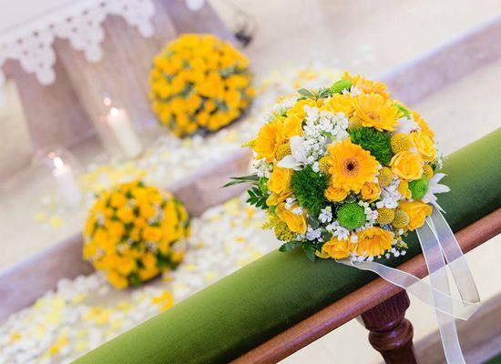 Matrimonio.it | #Addobbi floreali per la #chiesa: dove e come #flowers #yellow #wedding