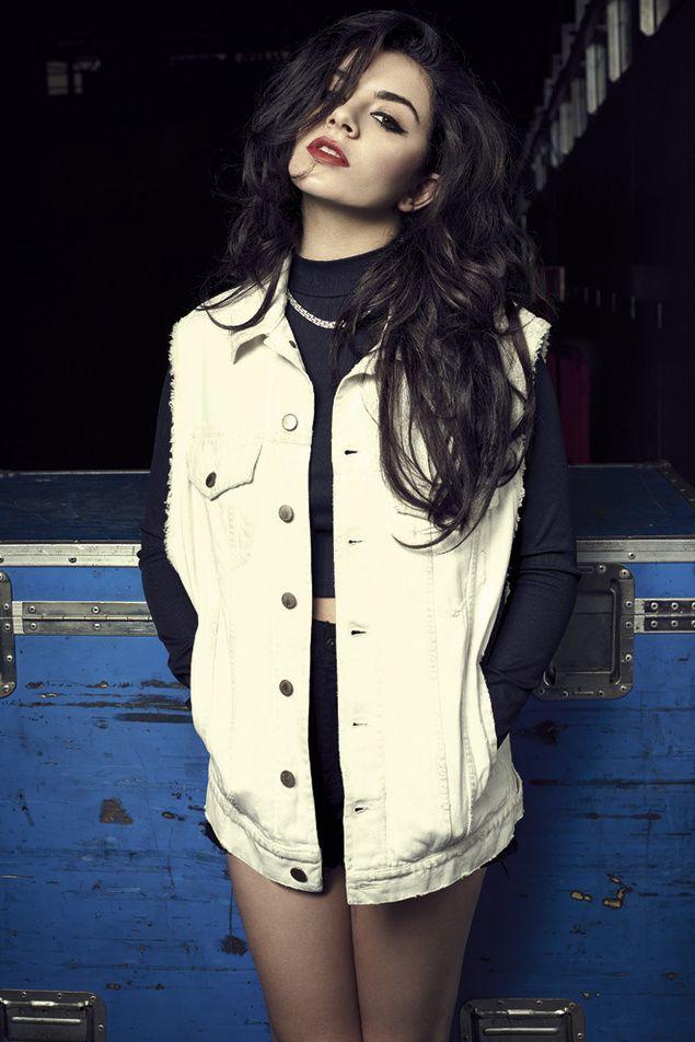 Charli XCX, veinteañera, millonaria y máquina de hacer hits