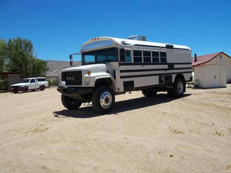 4x4 bus... how awesome!