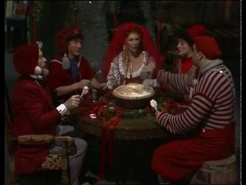 Last episode of the kids christmas series Nissebanden i Grønland from 1989- Risengrødssang (Afsnit 24/24)