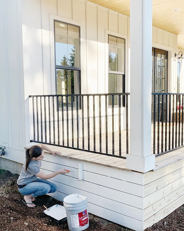 Hello Gorgeous Talking About That Deck Skirting Obviously The Shiplap Look Horizontal Boards As Deck Skir House With Porch House Skirting Porch Remodel