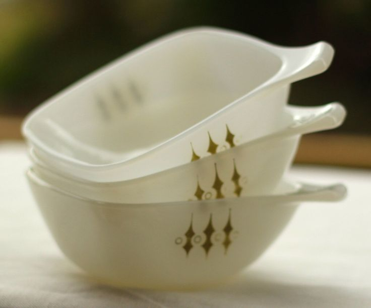 Vintage Agee Crown Pyrex Ramekin Olive Picket Fence Bowl Dish Cookware Oven to Tableware 1970s Mid Century Design by simplicate on Etsy https://www.etsy.com/listing/255921638/vintage-agee-crown-pyrex-ramekin-olive