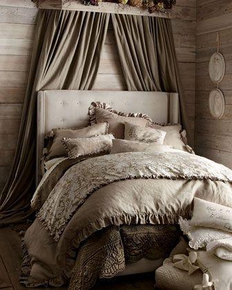 Beautiful monochromatic bedroom http://rstyle.me/n/egj6cnyg6