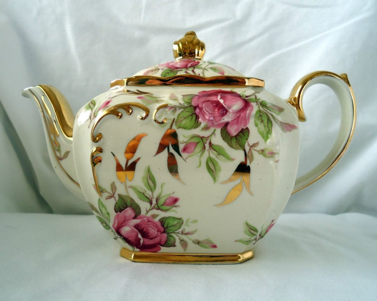 Sadler 2 Cup Teapot Cream With Pink Roses & Gold Trim.