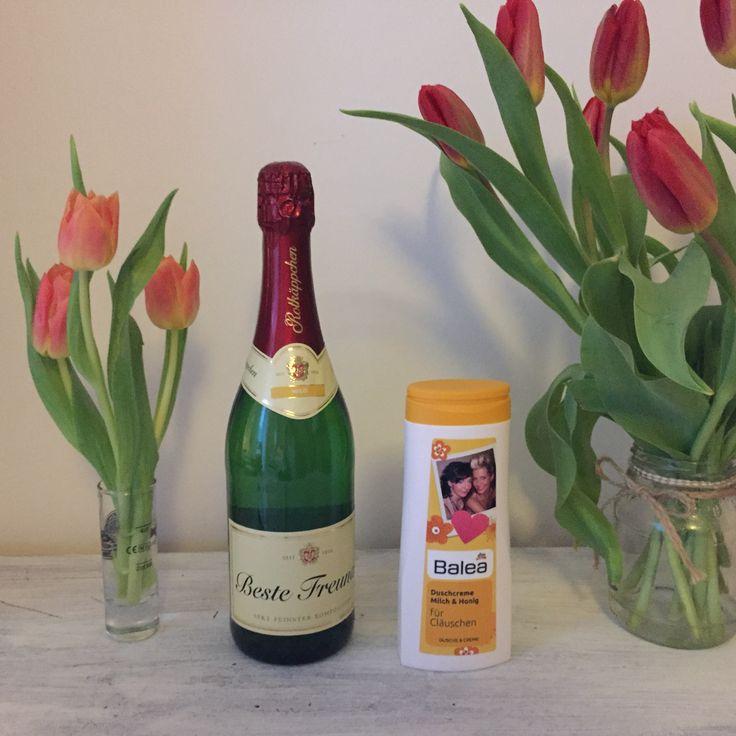 Persönliche Geschenkideen - passen zu Ostern und Muttertag. Rotkäppchen Sekt mit persönlicher Botschaft oder doch lieber Balea Produkt im schönem DIY-Stil?