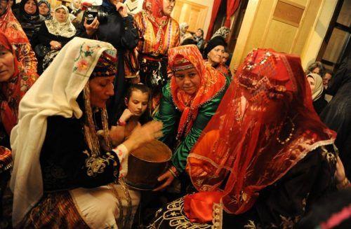 Bursa'da Eski Düğün Gelenekleri 😊 #bursa #düğün #kına #nişan #sözkesme #gelenek https://www.bursapanorama.com/bursada-eski-dugun-gelenekleri/