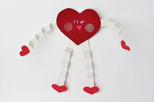 Valentine Hugs for Preschoolers - Crafts by Amanda