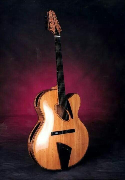 Monteleone quattroport Acoustic Archtop Guitar