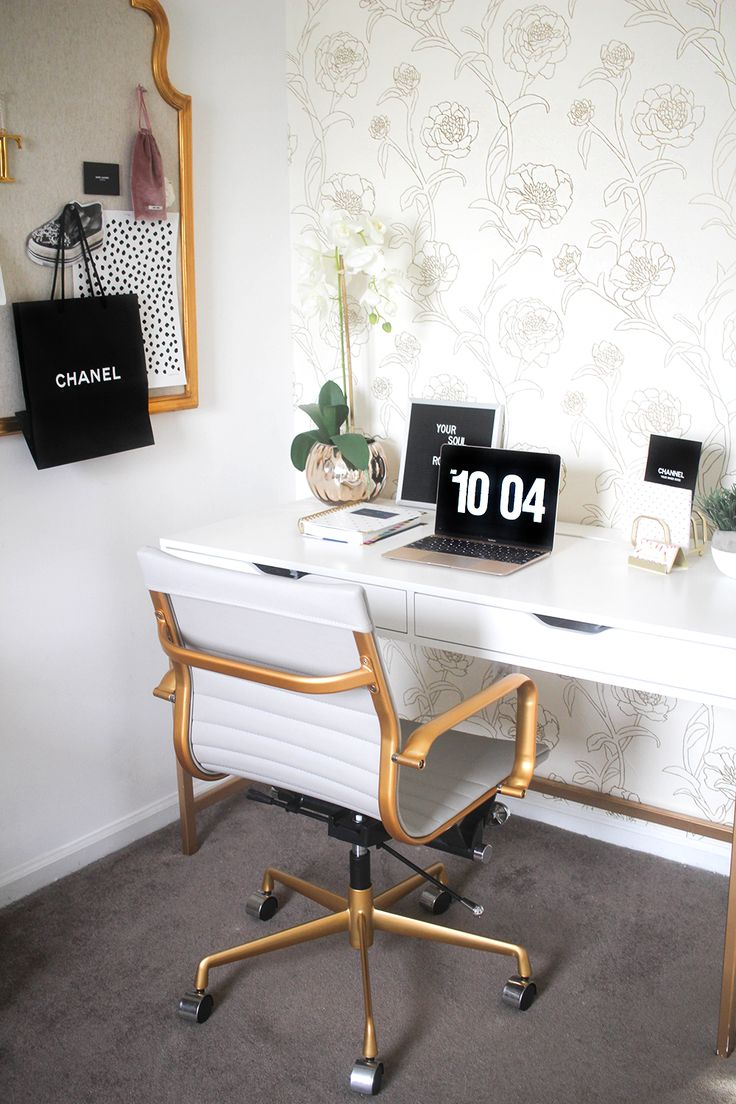 White and gold office // work space // home office // desk decoration