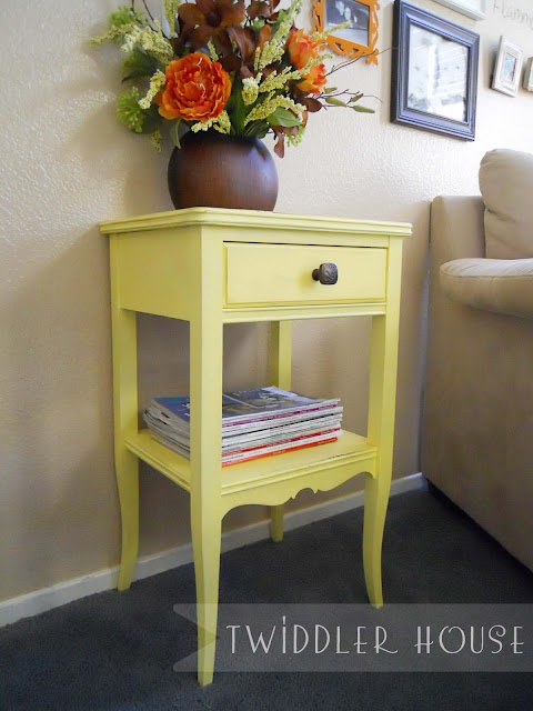 painted table with primer  Very pretty.  I already have a small table that could…   – Furniture Ideas